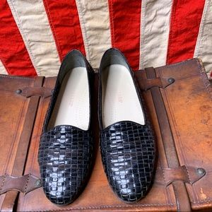 Trotters Black Woven Leather Loafers